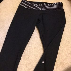 lulu lemon crop reversible leggings. Low cut